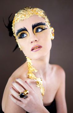 King Bee Inspiration Your new sharpie eyebrows mr Duncan! Professional Make-up Sexy Makeup, Makeup Looks, Bird Makeup, Bird Costume, Flower Costume, Foto Fashion, Theatrical Makeup, Makeup Inspiration, Makeup Ideas