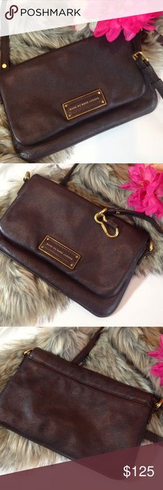 Marc Jacobs Crossbody Cinnamon Stick Brown Leather Add a timeless finish to your look with this Marc by Marc Jacobs textured leather shoulder bag. The cinnamon stick brown leather bag is detailed with gold-toned hardware for a lady-chic finish. Top zip, gold-toned logo plaque, belted removable shoulder strap, logo lining, inside back wall slot pocket. Perfect for shopping or running quick errands! The purse is in excellent condition with no marks, scuffs or other defects. The purse comes…