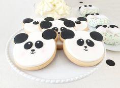 Para o primeiro aniversário do Gonçalo, os pais decidiram convidar um dos animais mais adorados em todo o planeta: o Panda ! ...