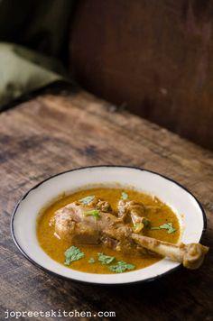 Naatu Kozhi Kuzhambu / Country Chicken Curry - with Coconut