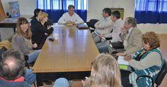 Salud junto a la UNPSJB continúan avanzando en la conformación de la Carrera de Medicina http://www.ambitosur.com.ar/salud-junto-a-la-unpsjb-continuan-avanzando-en-la-conformacion-de-la-carrera-de-medicina/ Corchuelo Blasco mantuvo un encuentro, con referentes de la Universidad Nacional de la Patagonia, por la carrera de Medicina y adelantó que en Chubut se requerirá aumentar la cantidad de enfermeros para cubrir las nuevas infraestructuras sanitarias. Además, se reunió