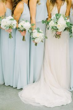 A Romantic Farmhouse Wedding with a Must-See Venue | The Perfect Palette