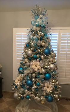 Me encanta,pero en rojo - Christmas tree ideas - Teal Christmas Tree, Blue Christmas Tree Decorations, Frozen Christmas Tree, Elegant Christmas Trees, Turquoise Christmas, Christmas Wreaths, Themed Christmas Trees, Xmas Tree, Christmas 2019