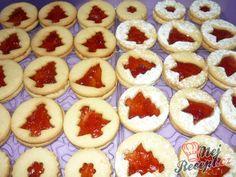 Linecká vánoční kolečka | NejRecept.cz Czech Recipes, Christmas Cookies, Yummy Treats, Cooking Tips, Cheesecake, Tasty, Food, Biscuits, Xmas Cookies