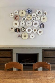Unique way to spice up your walls with old plates!