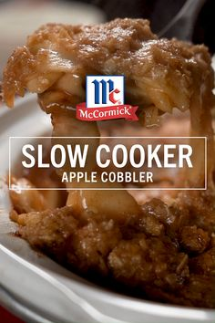 Fall in love with apple cobbler all over again with this easy slow cooker recipe. Top with baking mix, oats, sugar, cinnamon and butter to create an irresistible cobbler topping that will satisfy even the strongest Thanksgiving dessert cravings. Slow Cooker Desserts, Slow Cooker Apples, Crock Pot Desserts, Crock Pot Slow Cooker, Apple Dessert Recipes, Crock Pots, Crock Pot Apple Dessert, Apple Crisp Slow Cooker, Apple Baking Recipes