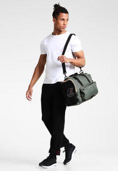¡Consigue este tipo de bolsa de deporte de K-way ahora! Haz clic a8050e3ae7b9d