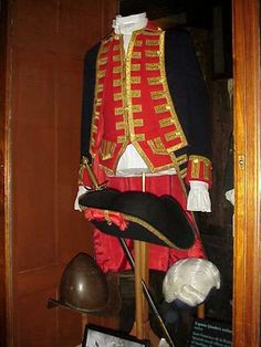 British officer's uniform, with hat, displayed in the Royal British Columbia Museum, Victoria, British Columbia, Canada. American Revolutionary War
