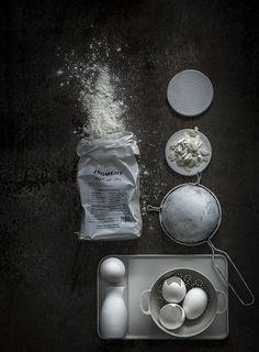 un peu de pâtisserie brute et monochrome  Plus d'images sur:  www.tempsdepose-photo.fr