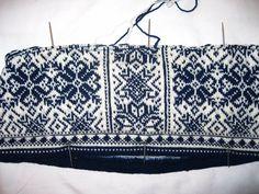DON Peace sweater progress as of 12Feb15 hand knitting project and pattern development. dale genser oppskrift garn