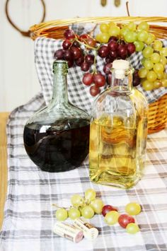 Uvas y vino Grapes and wine