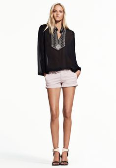 ALICANTE TWILL SHORTS, ILLUSIONS BLOUSE.