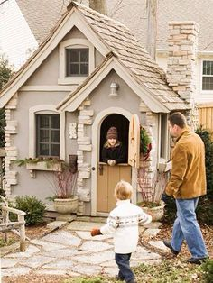 Perfect Backyard Playhouses -- Carbon Copy: Relying on detail and material can help playhouses resemble small-scale replicas of larger homes. This petite version showcases standout accents, including stucco and stonework on the corners and chimney. Backyard Playhouse, Build A Playhouse, Playhouse Ideas, Girls Playhouse, Outdoor Playhouses, Backyard Kids, Large Homes, Little Houses, Outdoor Fun
