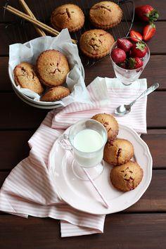 Pastitas de almendra y espelta rellenas de fresas