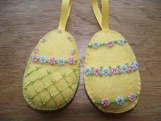 Easter egg ornaments felt Easter decorations by MaysCottageWales Easter Egg Crafts, Easter Projects, Bunny Crafts, Easter Gift, Felt Crafts, Easter Eggs, Easter Tree Decorations, Diy Ostern, Easter Parade