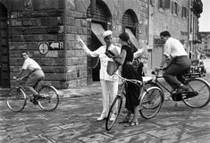 """One of the photographs from the famous """"American Girl"""" series by Ruth Orkin. The photos, taken in Florence, depict an American tourist traveling through Italy in American Girl, Image American, White Photography, Street Photography, Photography Series, Photography Magazine, Girl Photography, Fashion Photography, Uñas Pin Up"""