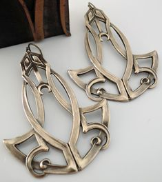 Vintage Jewelry - Art Deco Earrings - Statement Earrings - Vintage Earrings - Boho Earrings - Brass Earrings - Chloe Handmade Jewelry - These are so exquisite Art Deco earrings! Jewelry Crafts, Jewelry Art, Antique Jewelry, Vintage Jewelry, Jewelry Design, Vintage Earrings, Brass Jewelry, Jewellery, Vintage Brooches