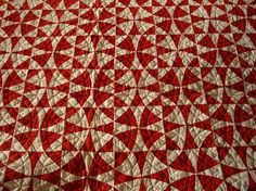 """favorite red quilt pix An amazing """"Winding Ways"""" quilt--I would never have thought of using only 2 colors!An amazing """"Winding Ways"""" quilt--I would never have thought of using only 2 colors! Old Quilts, Antique Quilts, Vintage Quilts, Winding Ways Quilt, Two Color Quilts, Red And White Quilts, Machine Quilting, Quilt Blocks, Circle Quilts"""