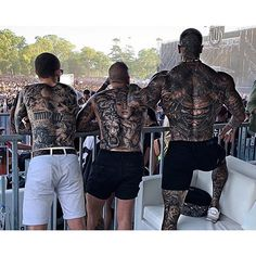 Este posibil ca imaginea să conţină: 1 persoană, în aer liber Asian Tattoos, Hot Tattoos, Tattoos For Guys, Tatoos, Sexy Tattooed Men, Eye Candy Men, Special Tattoos, Full Body Tattoo, Chest Tattoo