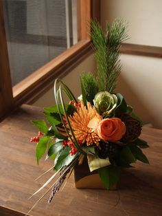 flower arrangement for New Year / お正月アレンジ Creative Flower Arrangements, Ikebana Flower Arrangement, Floral Arrangements, Arte Floral, Deco Floral, Floral Design, Small Flowers, Fresh Flowers, Beautiful Flowers