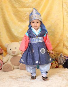 Aigoo. Too adorable. Korean hanbok for baby boy.