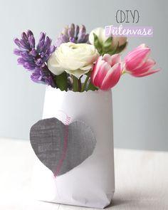DIY Tütenvase // Wohnen mit Blumen.