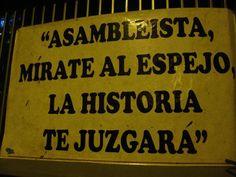 """Asambleísta, mírate al espejo. La historia te juzgará. #Yasunidos. Protesta fuera de la Asamblea Nacional, Quito. 3 oct 2013. La Asamblea acaba de aprobar el pedido de Correa de declarar """"de interés nacional"""" la explotación del Yasuní ITT."""