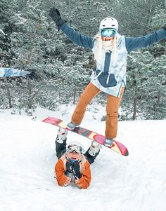Mode Au Ski, Snowboarding Style, Snowboarding Women, Shotting Photo, Snowboard Girl, Winter Pictures, Friend Pictures, Besties, Snowboards