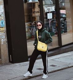 Style Hijab Casual Hoodie 28 New Ideas style 575968239845548451 – Hijab Fashion 2020 Casual Style Hijab, Casual Hijab Outfit, Hijab Chic, Ootd Hijab, How To Wear Hoodies, Street Hijab Fashion, Fall Fashion, Hijab Fashion Inspiration, Modest Dresses
