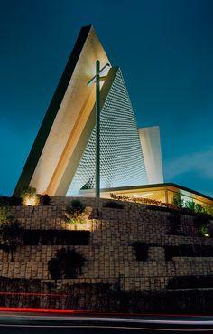 Iglesia San José María Escrivá San Jose, Amazing Architecture, Architecture Design, Church Design, All Over The World, Skyscraper, Multi Story Building, Survival, Community