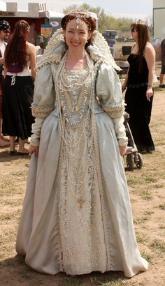 Victorian Costume, Medieval Costume, Medieval Dress, Elizabethan Gown, Elizabethan Clothing, Mode Renaissance, Renaissance Festival Costumes, Historical Costume, Historical Clothing