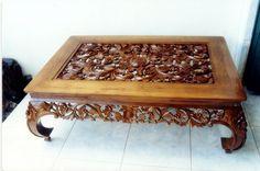 Carved table http://infobisnisproperti.com/inspirasi-desain-elegan-aksesoris-rumah-dengan-gebyok/meja-dengan-ukiran-motif-gebyok-dengan-kayu-terbaik/