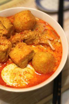 Jane's Corner: 娘惹辣沙面(Laksa Melaka) Bacon Recipes, Spicy Recipes, Egg Recipes, Cooking Recipes, Yummy Recipes, Yummy Food, Asian Noodle Recipes, Asian Recipes, Ethnic Recipes