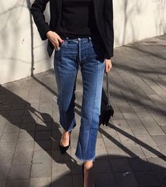 Cropped denim and pumps  #up2datesite  #zisslinginspiration  #style  #styleinspiration  #fashion