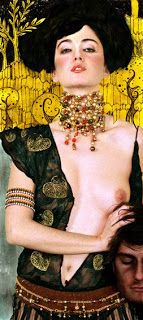 "Based out of Madrid, Spain, Carol Gamarra & Mario Ville are Kattaca. In their ""La Esencia de Klimt"" set, Kattaca brings Gustav Klimpt's work to life. Street Art, Klimt Art, Baumgarten, Sexy Cartoons, Arte Pop, Art Graphique, Beautiful Paintings, Erotic Art, Female Bodies"