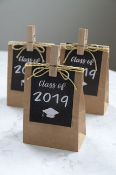 Free Printable Graduation Gift Tags (With images) Graduation Party Planning, Graduation Party Favors, Graduation Decorations, Graduation Party Decor, Wedding Favors, Graduation Crafts, Graduation Ideas, Diy Wedding, Gift Tags Printable