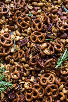 Sweet 'n' Savory Roasted Nuts and Pretzels. Nut Recipes, Great Recipes, Snack Recipes, Party Recipes, Cookie Recipes, Ramadan Recipes, Holiday Recipes, Winter Recipes, Lunch Snacks