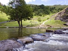 Desktop wallpaper of river running over stepping stones at Dovedale in Derbyshire