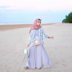 21 Ideas travel outfit hijab for women - Taking a vacation can often be conside. 21 Ideas travel outfit hijab for women – Taking a vacation can often be conside… 21 Ideas tr Summer Holiday Outfits, Holiday Outfits Women, Casual Summer Outfits, Outfit Summer, Outfit Beach, Holiday Beach, Hijab Fashion Summer, Muslim Fashion, Dress Fashion