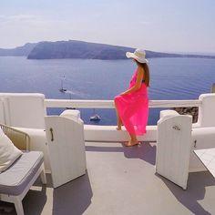 Bu sekilde gunaydin demek isterdim istanbul yagmur trafigindense kardinalmelon enjoying amazing Caldera view at @charisma_suites #santorini by kardinalmelon