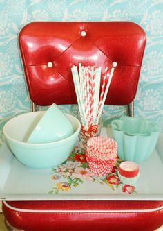 Vintage red and aqua kitchen goodies! Would love to have this for my kitchen!