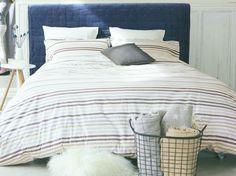 Lit avec tete de lit bleue cyrillus