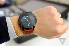 Olio Smartwatch Model One Black Collection Smartwatch, Black Queen, Geek Gadgets, Model One, Grad Gifts, Apple Watch Series 3, Tech Accessories, Mens Fashion, Leather