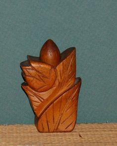 vintage HAWAIIAN carved wood perfume John Oya Pikake bud w ginger perfume Hawaiian Art, Vintage Hawaiian, Carved Wood, Bud, Carving, Perfume, Wood Carvings, Sculpting, Gem