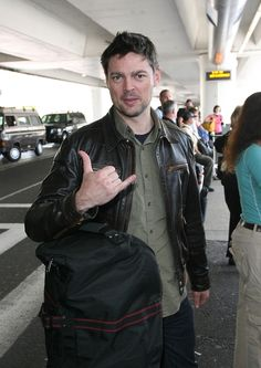 Karl Urban Shaka / Hang Loose / Hang Ten / Toke