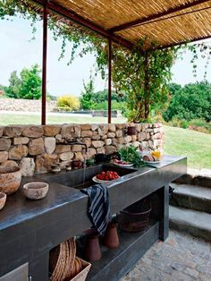 Outdoor Kitchen Ideas - Obtain our finest suggestions for exterior kitchens, consisting of captivating exterior kitchen design, backyard decorating suggestions, and also images of outside kitchen areas. Diy Outdoor Kitchen, Backyard Kitchen, Summer Kitchen, Kitchen On A Budget, Outdoor Rooms, Outdoor Gardens, Outdoor Living, Outdoor Decor, Outdoor Ideas