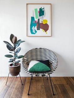 Gummibaum neben dem Wohnzimmer-Sessel platzieren