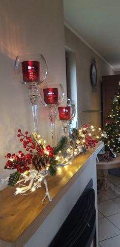 Christmas Candle Decorations, Christmas Flower Arrangements, Diy Christmas Ornaments, Christmas Projects, Simple Christmas, Christmas Home, Christmas Tree Inspiration, Christmas Fireplace, Deco Floral