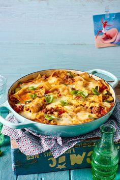 Pfannenlasagne mit dreierlei Käse und Zucchini You can make this favorite pasta casserole for your entire family without any need for an oven. In just 20 minutes, the pan lasagne with three sorts of c Pasta Casserole, Pasta Bake, Casserole Dishes, Spaghetti Squash Recipes, Pasta Recipes, Cooking Recipes, Kinds Of Cheese, Dried Beans, Eating Habits