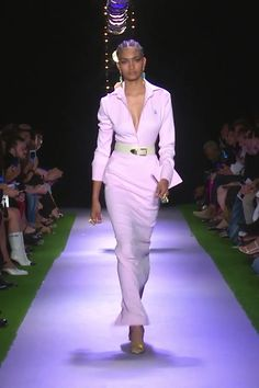 Pink Mermaid Long Dress with Deep V-Neck Cut and Long Sleeves. Runway Show by Brandon Maxwell model videos Brandon Maxwell Look Spring Summer 2020 Collection Fashion 2020, Runway Fashion, Spring Fashion, High Fashion, Fashion Beauty, Fashion Show, Fashion Looks, Fashion Design, Fashion Trends